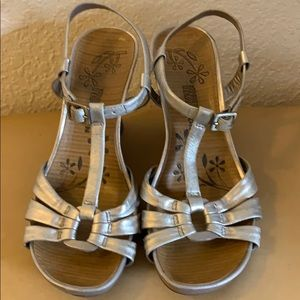 KENNETH COLE REACTION LEATHER WEDGE SANDALS-SIZE 8
